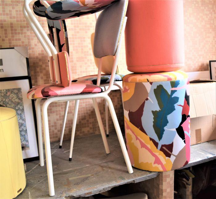 Les fameuses chaises attendent sagement dans l'atelier...